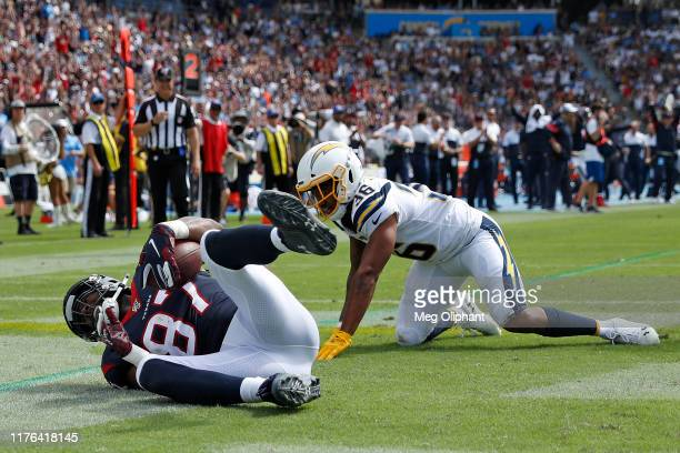 Tight end Darren Fells of the Houston Texans scores a touchdown in the second quarter in front of defensive back Roderic Teamer of the Los Angeles...