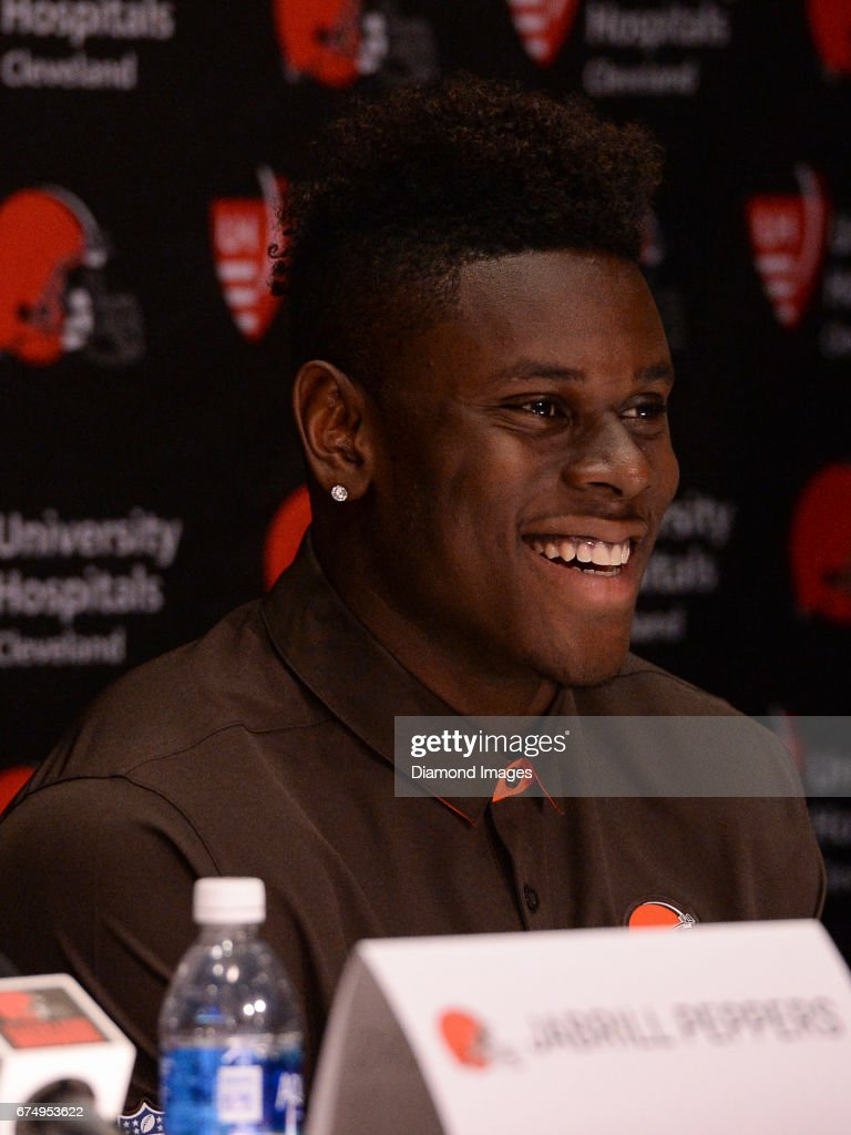 2017 NFL Draft Cleveland Browns First Round Press Conference : Foto jornalística