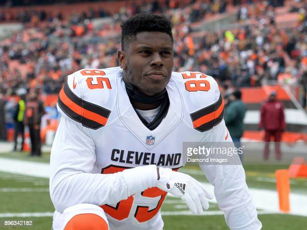 Tight end David Njoku of the Cleveland Browns kneels in the endzone prior to a game on December 17 2017 against the Baltimore Ravens at FirstEnergy...