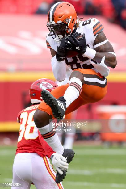 Tight end David Njoku of the Cleveland Browns leaps over cornerback L'Jarius Sneed of the Kansas City Chiefs during the second quarter of the AFC...