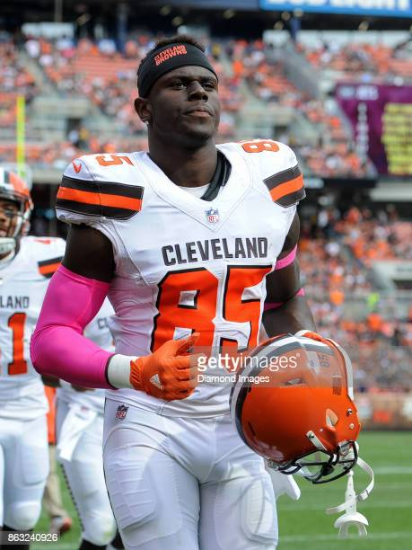 Tight end David Njoku of the Cleveland Browns runs off the field for halftime of a game on October 8 2017 against the New York Jets at FirstEnergy...