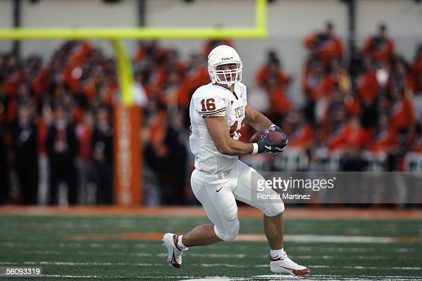 Tight end David Thomas of the Texas Longhorns carries the ball against the Oklahoma State Cowboys on October 29 2005 at Boone Pickens Stadium in...