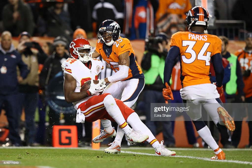 Tight end Demetrius Harris #84 of the Kansas City Chiefs catches a pass on the two-point conversion to tie the game in the fourth quarter against the Denver Broncos at Sports Authority Field at Mile High on November 28, 2016 in Denver, Colorado.