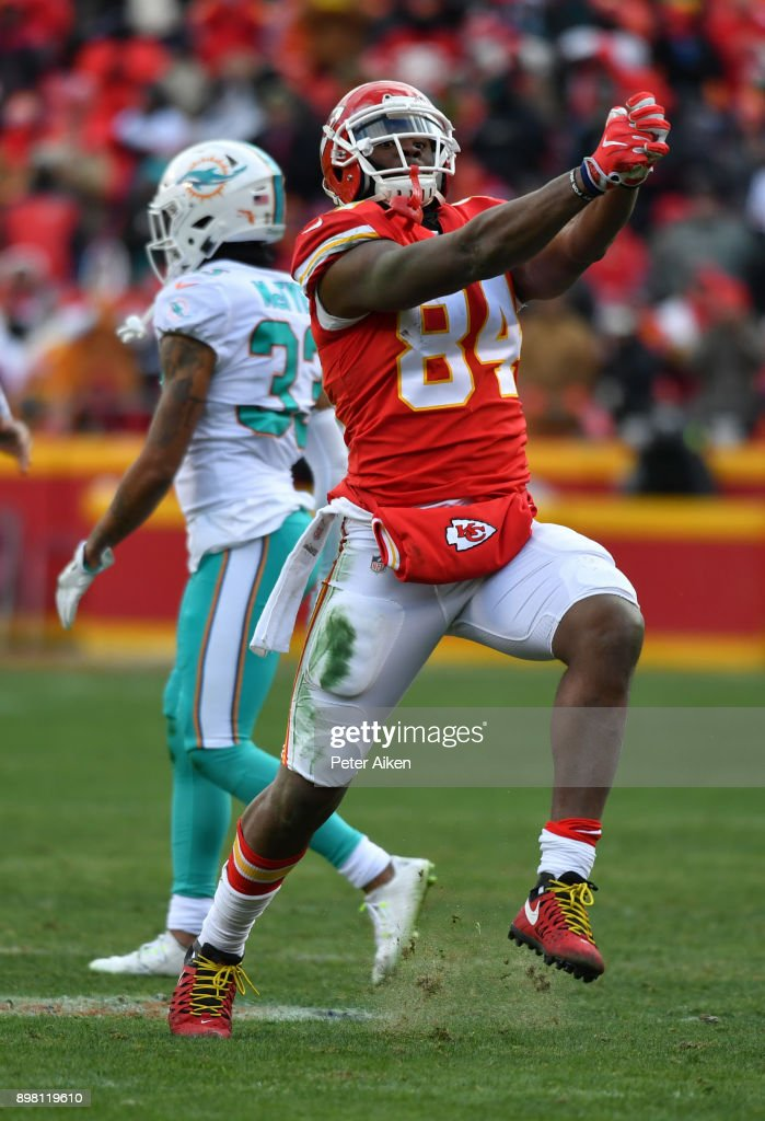 Tight end Demetrius Harris #84 of the Kansas City Chiefs celebrates a first down during the third quarter of the game against the Miami Dolphins at Arrowhead Stadium on December 24, 2017 in Kansas City, Missouri.
