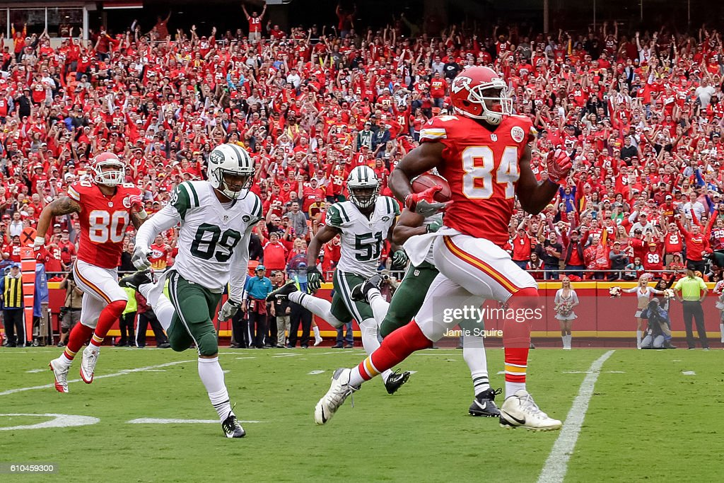 Tight end Demetrius Harris #84 of the Kansas City Chiefs returns a recovered fumble on his way to scoring a touchdown against the New York Jets at Arrowhead Stadium during the second quarter of the game on September 25, 2016 in Kansas City, Missouri.