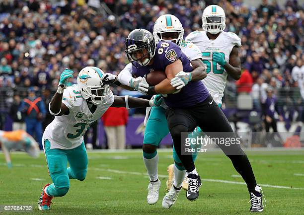 Tight end Dennis Pitta of the Baltimore Ravens scores a second quarter touchdown against free safety Michael Thomas, free safety Bacarri Rambo and...
