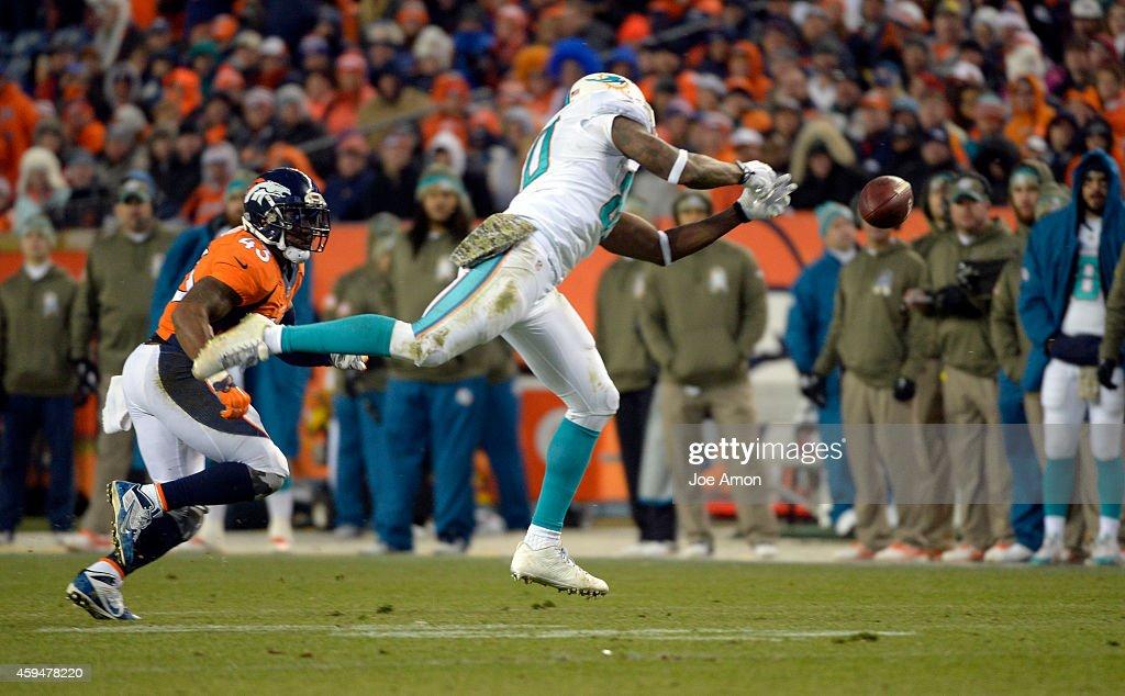 Denver Broncos vs. Miami Dolphins : News Photo