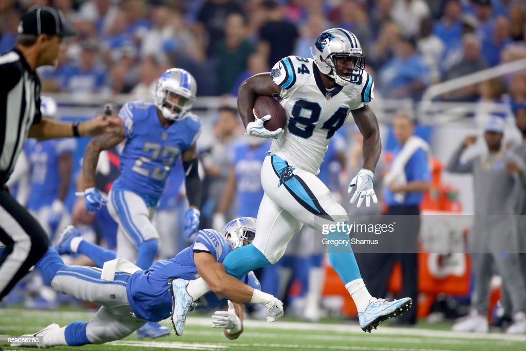 Tight end Ed Dickson #84 of the Carolina Panthers runs for yardage against strong safety Miles Killebrew #35 of the Detroit Lions during the first half at Ford Field on October 8, 2017 in Detroit, Michigan.