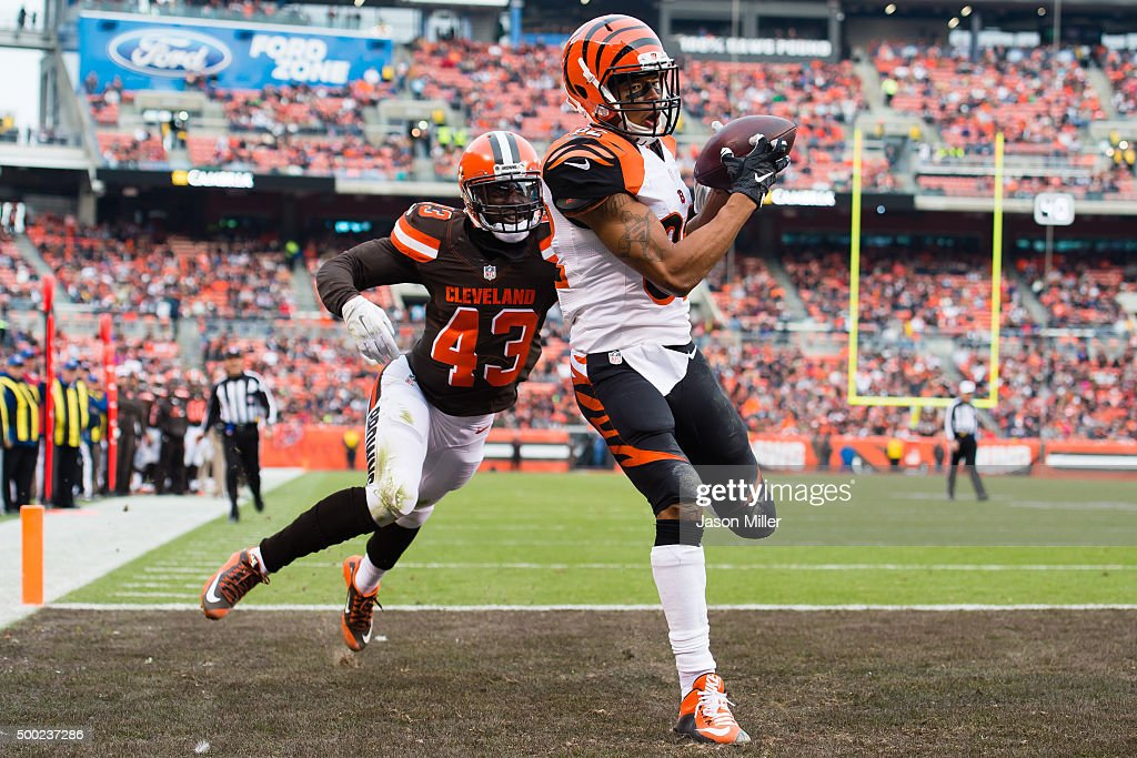 Tight end Gary Barnidge #82 of the Cleveland Browns catches a touchdown pass while under pressure from cornerback Charles Gaines #43 of the Cleveland Browns during the second half at FirstEnergy Stadium on December 6, 2015 in Cleveland, Ohio. The Bengals defeated the Browns 37-3.