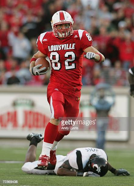 Tight end Gary Barnidge of the Louisville Cardinals runs after catching a pass during the game against the Cincinnati Bearcats on October 14 2006 at...