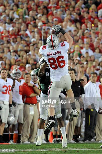 Tight end Jake Ballard of the Ohio State Buckeyes makes a 24-yard catch in the fourth quarter of the 96th Rose Bowl game against the Oregon Ducks on...