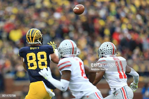 Tight end Jake Butt of the Michigan Wolverines makes a catch during the game against the Ohio State Buckeyes at Michigan Stadium on November 28 2015...