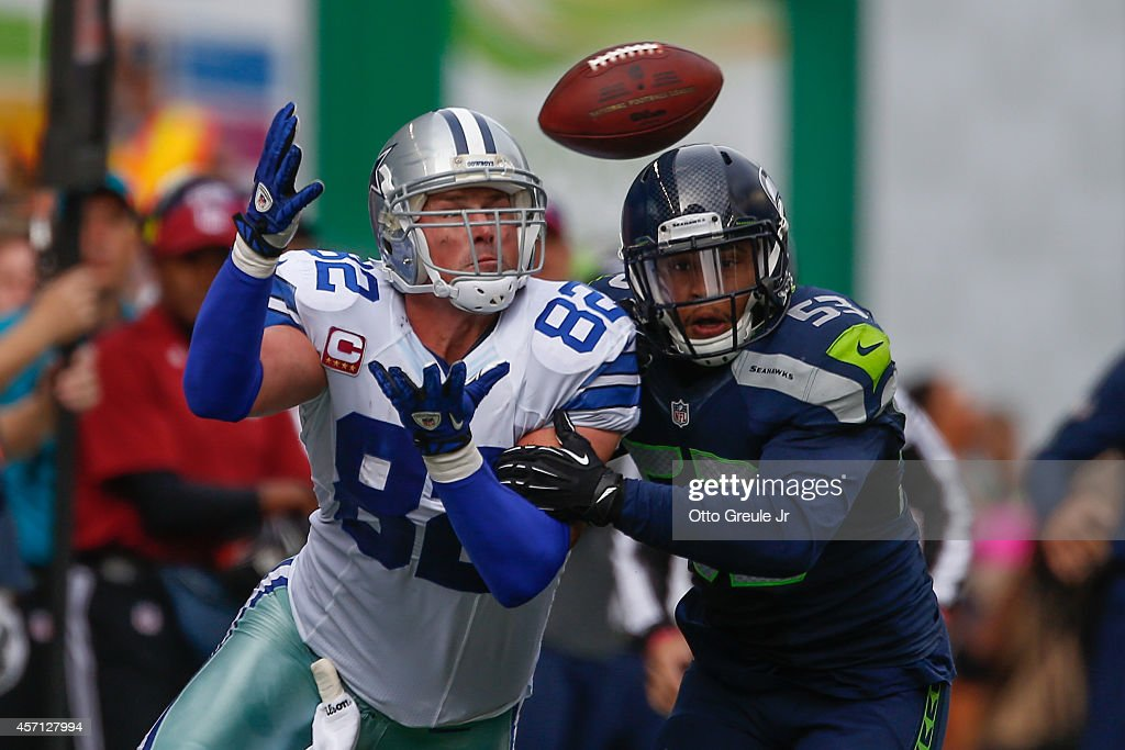 Tight end Jason Witten #82 of the Dallas Cowboys misses a catch against linebacker Malcolm Smith #53 of the Seattle Seahawks at CenturyLink Field on October 12, 2014 in Seattle, Washington.