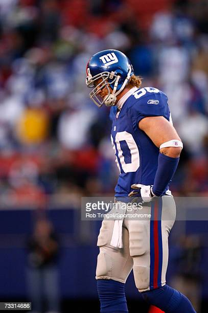 Tight End Jeremy Shockey of the New York Giants walks off the field dejected against the New Orleans Saints on December 24, 2006 at Giants Stadium in...