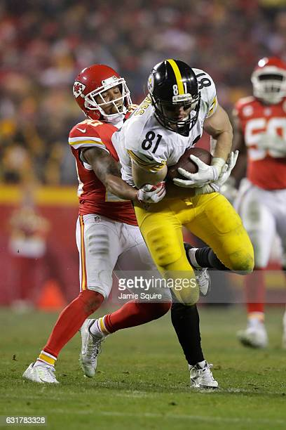 Tight end Jesse James of the Pittsburgh Steelers catches a pass through the coverage of cornerback Steven Nelson of the Kansas City Chiefs during the...