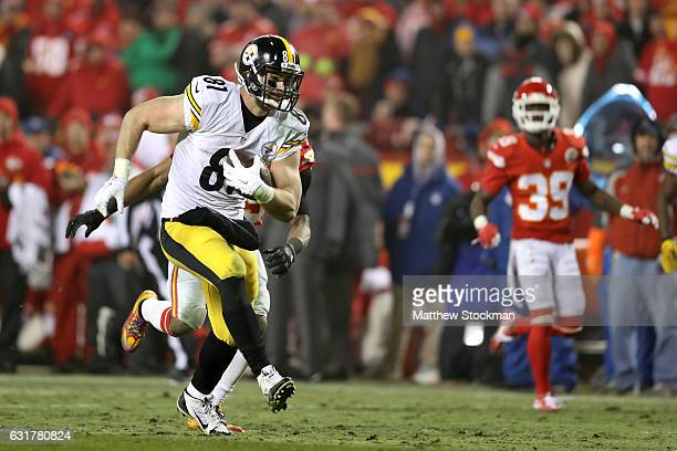 Tight end Jesse James of the Pittsburgh Steelers runs after a catch against the Kansas City Chiefs during the third quarter in the AFC Divisional...