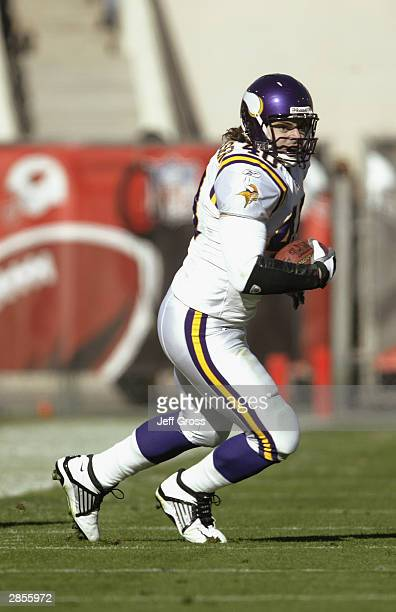 Tight end Jim Kleinsasser of the Minnesota Vikings runs with the ball during the game against the Arizona Cardinals on December 28 2003 at Sun Devil...