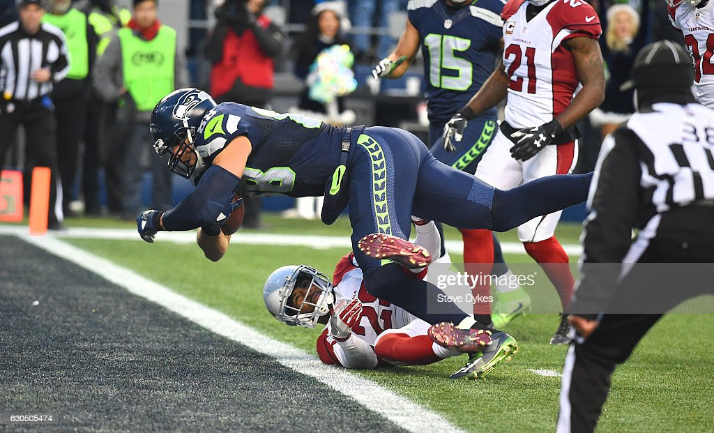 Tight end Jimmy Graham #88 of the Seattle Seahawks scores a touchdown against the Arizona Cardinals at CenturyLink Field on December 24, 2016 in Seattle, Washington.