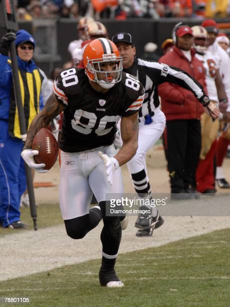 Tight end Kellen Winslow Jr #80 of the Cleveland Browns runs upfield after making a catch during a game with the San Francisco 49ers on December 30...