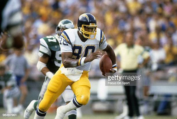 Tight End Kellen Winslow of the San Diego Chargers in action against the Philadelphia Eagles November 30 1980 during an NFL football game at Jack...