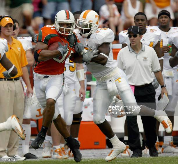 Tight end Kellen Winslow of the University of Miami Hurricanes is stopped by senior safety Gibril Wilson of the University of Tennessee Volunteers...