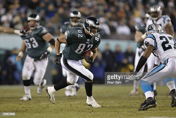 Tight end L.J. Smith of the Philadelphia Eagles runs the ball during the game against the Carolina Panthers in the NFC Championship game on January...