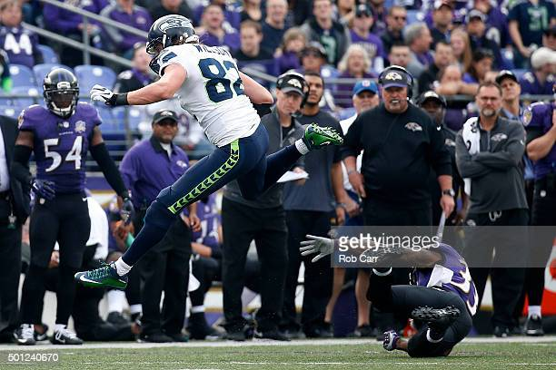 Tight end Luke Willson of the Seattle Seahawks carries the ball against strong safety Will Hill of the Baltimore Ravens in the third quarter at MT...
