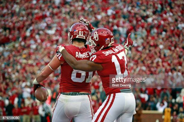 Tight end Mark Andrews and wide receiver Jordan Smallwood of the Oklahoma Sooners celebrate a touchdown against the West Virginia Mountaineers at...