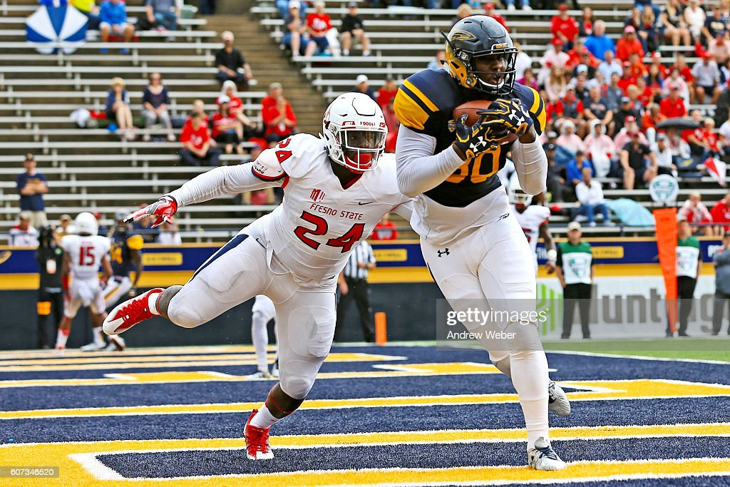 Tight end Michael Roberts #80 of the Toledo Rockets catches a pass for a touchdown against defensive back Tank Kelly #24 of the Fresno State Bulldogs during the first quarter at Glass Bowl on September 17, 2016 in Toledo, Ohio.