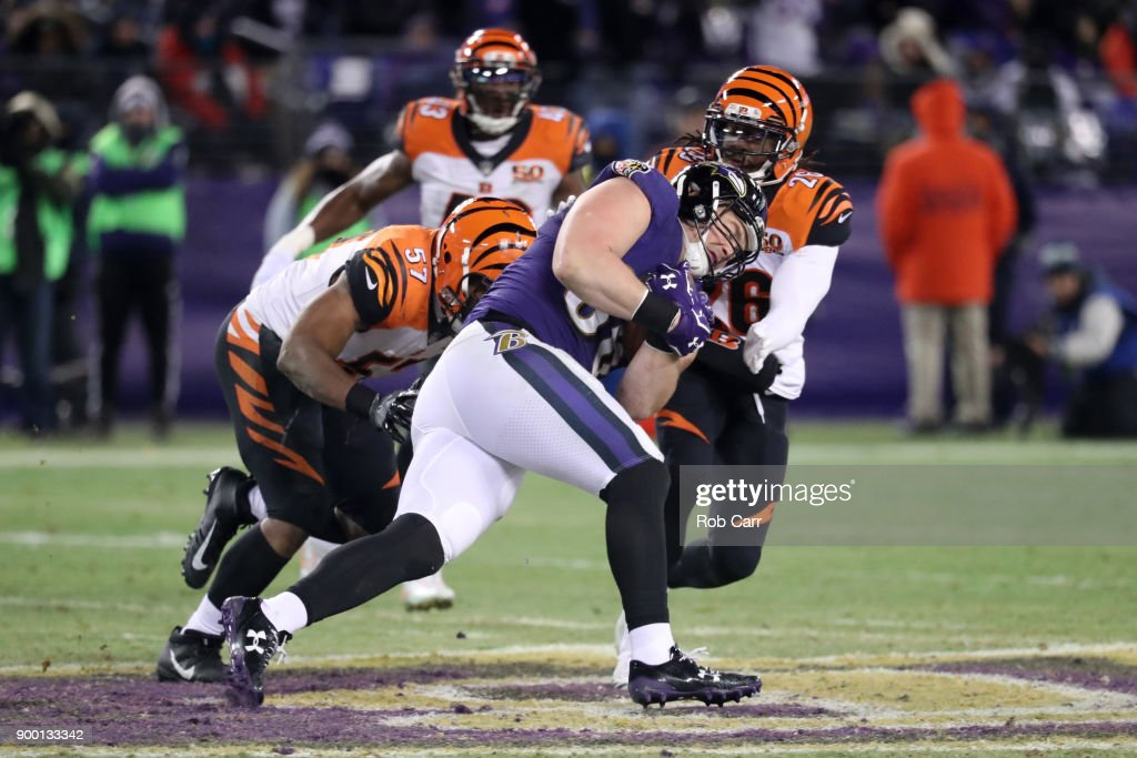 Tight end Nick Boyle #86 of the Baltimore Ravens runs with the ball in the fourth quarter against the Cincinnati Bengals at M&T Bank Stadium on December 31, 2017 in Baltimore, Maryland.