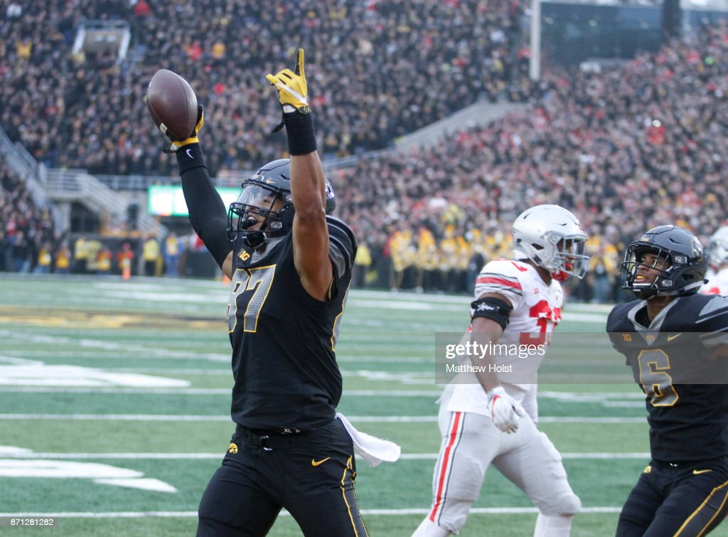 Ohio State v Iowa : News Photo