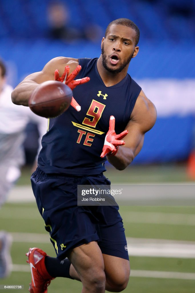 Tight end O.J. Howard of Alabama catches a pass during day four of the NFL Combine at Lucas Oil Stadium on March 4, 2017 in Indianapolis, Indiana.