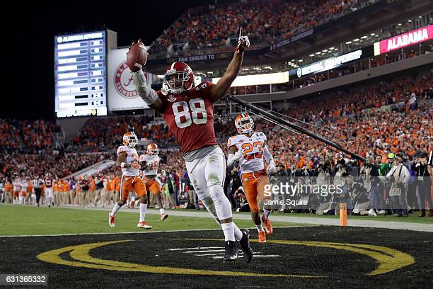 Tight end OJ Howard of the Alabama Crimson Tide celebrates after scoring a 68yard touchdown during the third quarter against the Clemson Tigers in...