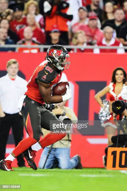 Tight end OJ Howard of the Tampa Bay Buccaneers runs in for a touchdown in the first quarter against the Atlanta Falcons to tie the game at 7 on...