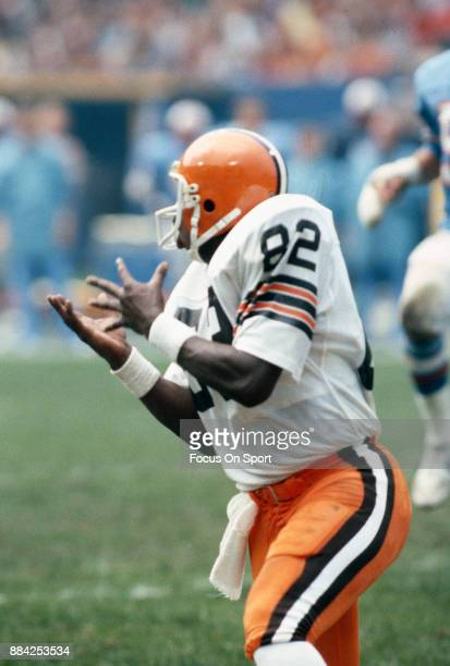 Tight End Ozzie Newsome of the Cleveland Browns in action against the Houston Oilers during an NFL football game September 13 1981 at Cleveland...