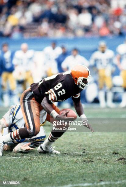 Tight End Ozzie Newsome of the Cleveland Browns in action against the San Diego Chargers during an NFL football game September 23 1990 at Cleveland...