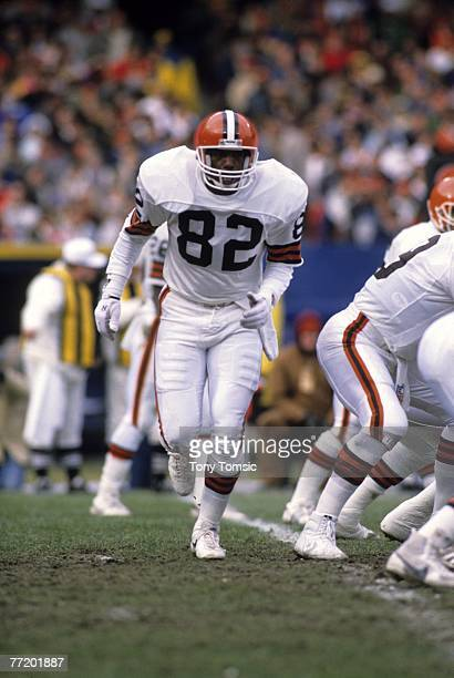 Tight end Ozzie Newsome of the Clevelnad Browns jogs down the line of scrimmage during a game on December 4 1988 against the Dallas Cowboys at...