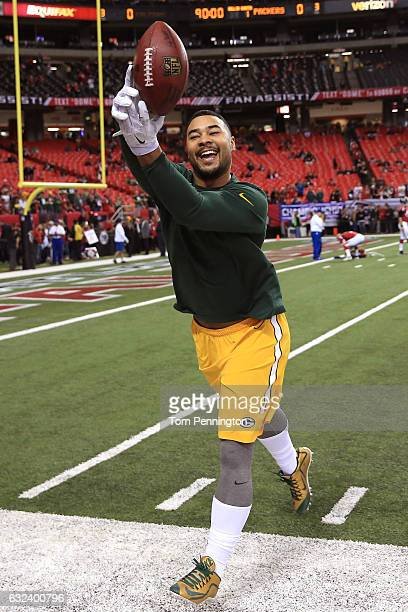 Tight end Richard Rodgers of the Green Bay Packers warms up before taking on the Atlanta Falcons in the NFC Championship Game at the Georgia Dome on...