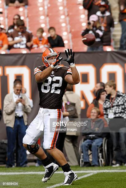 Tight end Steve Heiden of the Cleveland Browns catches a pass prior to a game on October 4 2009 against the Cincinnati Bengals at Cleveland Browns...