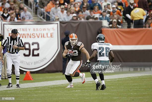 Tight end Steve Heiden of the Cleveland Browns runs against cornerback Lito Sheppard of the Philadelphia Eagles on October 24 2004 at Cleveland...