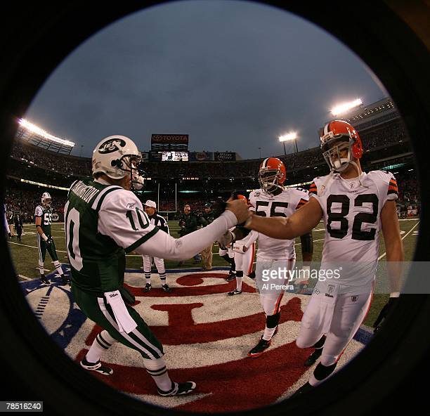Tight End Steve Heider of the Cleveland Browns meets Quarterback Chad Pennington of the New York Jets for the coin toss at Giants Stadium The...