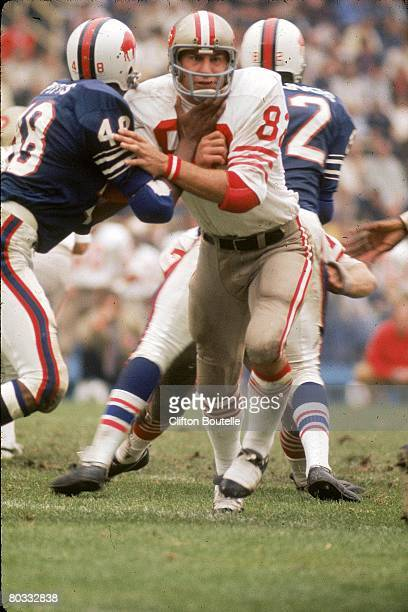 Tight end Ted Kwalick of the San Francisco 49ers tries to beat safety John Pitts of the Buffalo Bills at War Memorial Stadium on September 24 1972 in...
