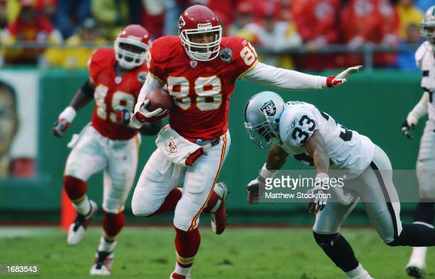Tight End Tony Gonzalez of the Kansas City Chiefs advances the ball during the NFL game against the Oakland Raiders at Arrowhead Stadium on October...