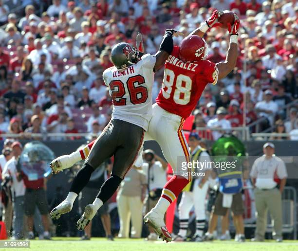Tight end Tony Gonzalez of the Kansas City Chiefs catches a touchdown pass in front corner back Dwight Smith of the Tampa Bay Buccaneers in the...