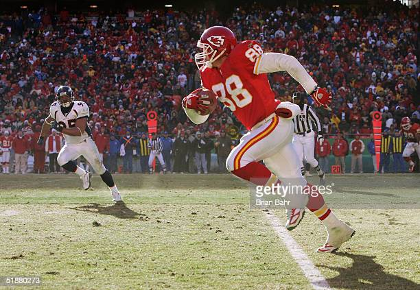 Tight end Tony Gonzalez of the Kansas City Chiefs gets a free path after spinning free of linebacker DJ Williams of the Denver Broncos on December 19...