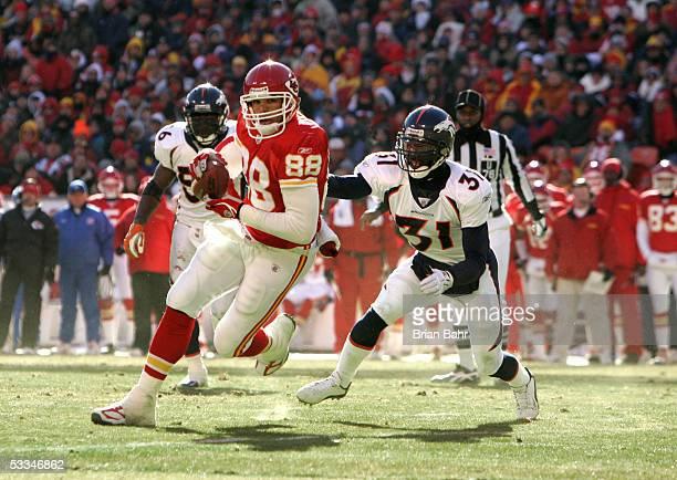 Tight end Tony Gonzalez of the Kansas City Chiefs runs against cornerback Kelly Herndon of the Denver Broncos on December 19 2004 at Arrowhead...