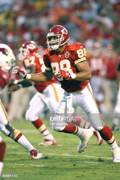 Tight end Tony Gonzalez of the Kansas City Chiefs runs down field in a game against the Arizona Cardinals at Arrowhead Stadium on August 16 2008 in...