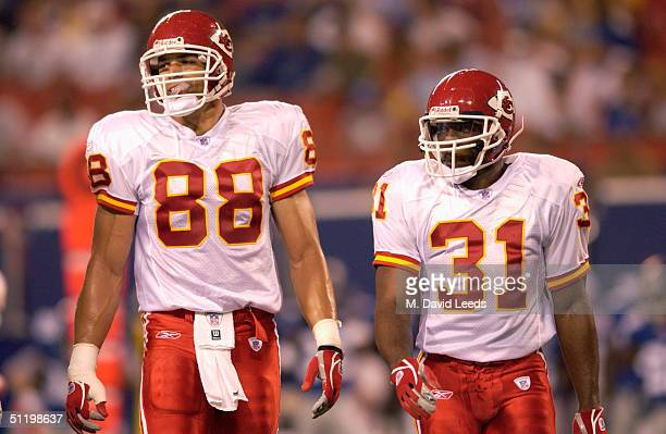 Tight end Tony Gonzalez of the Kansas City Chiefs walks next to his teammate running back Priest Holmes during the preseason game against the New...