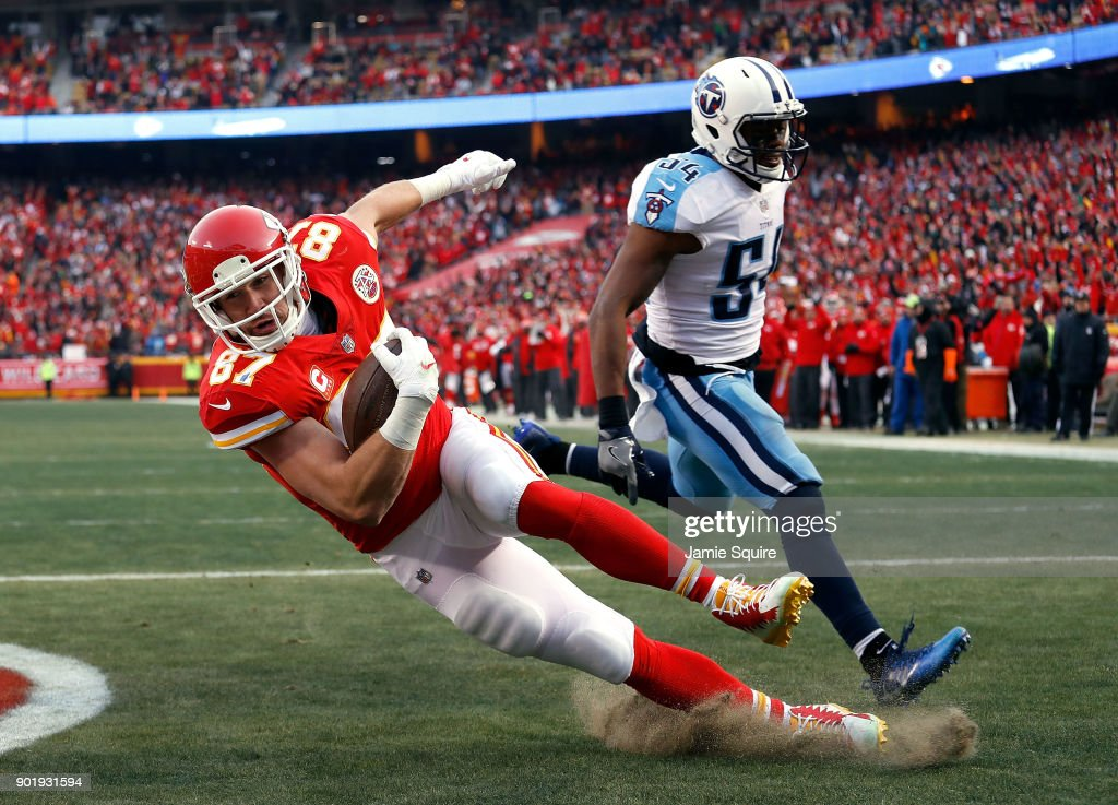 Tight end Travis Kelce #87 of the Kansas City Chiefs catches a pass in the endzone for a touchdown as inside linebacker Avery Williamson #54 of the Tennessee Titans defends during the 1st quarter of the AFC Wild Card Playoff game at Arrowhead Stadium on January 6, 2018 in Kansas City, Missouri.