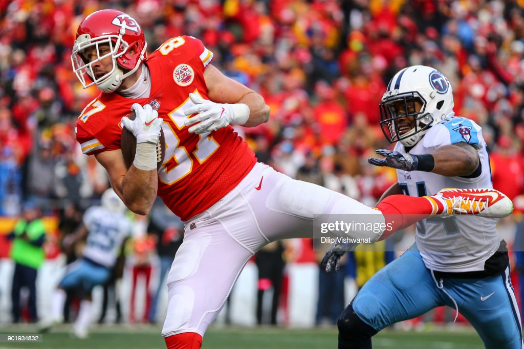 Tight end Travis Kelce #87 of the Kansas City Chiefs catches the games first touchdown pass behind inside linebacker Avery Williamson #54 of the Tennessee Titans during the AFC Wild Card Playoff game at Arrowhead Stadium on January 6, 2018 in Kansas City, Missouri.